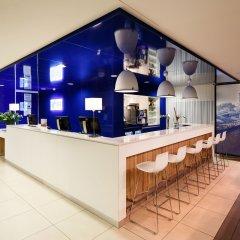 Отель Holiday Inn Express Rotterdam - Central Station Роттердам гостиничный бар