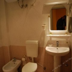 Отель Pik Loti Албания, Тирана - 1 отзыв об отеле, цены и фото номеров - забронировать отель Pik Loti онлайн ванная фото 2
