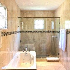 Отель Tropical Escape Villa - 3 Bedroom Ямайка, Монастырь - отзывы, цены и фото номеров - забронировать отель Tropical Escape Villa - 3 Bedroom онлайн ванная
