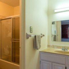 Отель Lawrence Pool House ванная