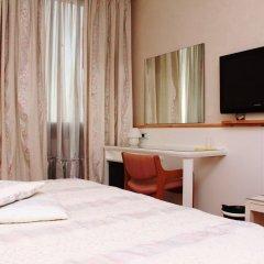 Hotel Posta 77 Сан-Джорджо-ин-Боско сейф в номере