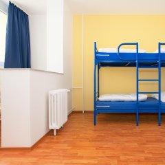 Отель a&o Prag Metro Strizkov 3* Кровать в общем номере с двухъярусной кроватью фото 4