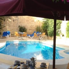 Отель Maria's B&B бассейн фото 3