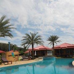 Отель Lanta Lapaya Resort бассейн