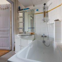 Отель Balcony Bliss steps from the Bois de Boulogne ванная