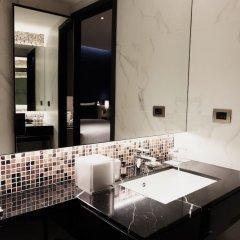 Отель Sindhorn Midtown Бангкок ванная