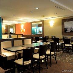 Отель Holiday Inn Paris Montmartre Париж гостиничный бар