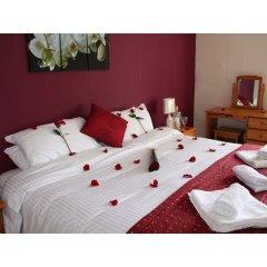 Yardley Manor Hotel сейф в номере