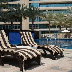 Отель HiGuests Vacation Homes - Al Sahab 2 бассейн