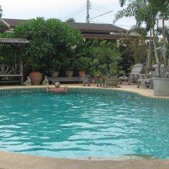 Апартаменты Baan Klang Noen Apartment Паттайя бассейн