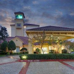Отель La Quinta Inn & Suites Dallas North Central парковка