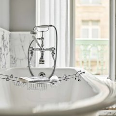 Отель Le Meurice Dorchester Collection Париж ванная