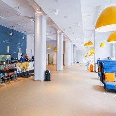 Отель A&O Salzburg Hauptbahnhof Зальцбург гостиничный бар
