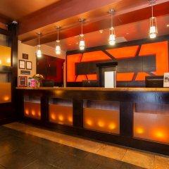 Отель Sandman Suites Vancouver on Davie Канада, Ванкувер - отзывы, цены и фото номеров - забронировать отель Sandman Suites Vancouver on Davie онлайн бассейн фото 2