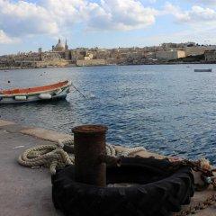 Отель Sliema Marina Hotel Мальта, Слима - отзывы, цены и фото номеров - забронировать отель Sliema Marina Hotel онлайн приотельная территория фото 2