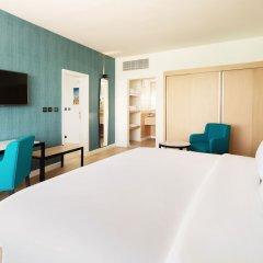 Отель Occidental Sharjah Grand ОАЭ, Шарджа - 8 отзывов об отеле, цены и фото номеров - забронировать отель Occidental Sharjah Grand онлайн сейф в номере