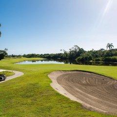 Отель Indura Beach & Golf Resort, Curio Collection by Hilton Гондурас, Тела - отзывы, цены и фото номеров - забронировать отель Indura Beach & Golf Resort, Curio Collection by Hilton онлайн спортивное сооружение