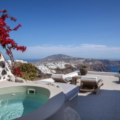 Отель Honeymoon Petra Villas бассейн