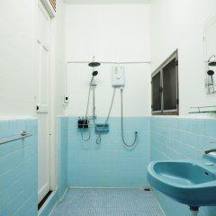 Отель 24 Samsen Heritage House Бангкок ванная