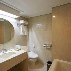 Отель Kensington Hotel Pyeongchang Южная Корея, Пхёнчан - 1 отзыв об отеле, цены и фото номеров - забронировать отель Kensington Hotel Pyeongchang онлайн ванная фото 2