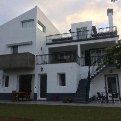 Отель With 3 Bedrooms in Caloura, With Furnished Terrace and Wifi Португалия, Агуа-де-Пау - отзывы, цены и фото номеров - забронировать отель With 3 Bedrooms in Caloura, With Furnished Terrace and Wifi онлайн вид на фасад