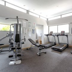 Oakwood Hotel Journeyhub Phuket фитнесс-зал фото 3