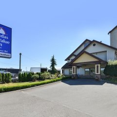 Отель Canadas Best Value Inn Langley Лэнгли фото 5