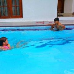 Отель Holiday Fashion Inn бассейн
