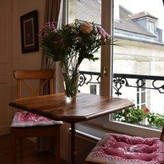 Апартаменты Charming Apartment Near Le Marais комната для гостей фото 4