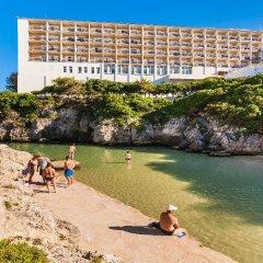 Отель Globales Almirante Farragut Испания, Кала-эн-Форкат - отзывы, цены и фото номеров - забронировать отель Globales Almirante Farragut онлайн спортивное сооружение