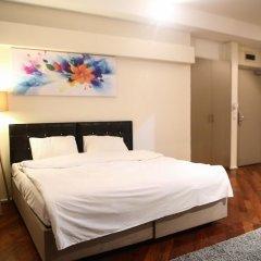 Отель Pera City Suites сейф в номере