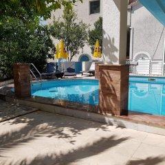 Отель Villa Golf Черногория, Будва - отзывы, цены и фото номеров - забронировать отель Villa Golf онлайн бассейн фото 3