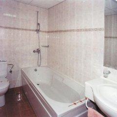Отель Tintyava Park Hotel Болгария, Золотые пески - отзывы, цены и фото номеров - забронировать отель Tintyava Park Hotel онлайн ванная