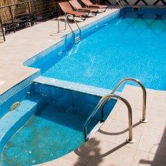 Glee Hotel бассейн