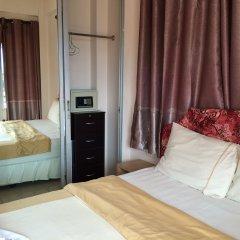 Отель Wilai Guesthouse сейф в номере