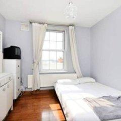Отель Sunny 2 Bedroom Flat Between Camden Town & Primrose Hill Великобритания, Лондон - отзывы, цены и фото номеров - забронировать отель Sunny 2 Bedroom Flat Between Camden Town & Primrose Hill онлайн комната для гостей фото 2