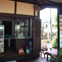Отель Villa Lao Wooden House гостиничный бар