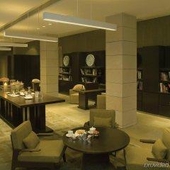 Отель The Lodhi интерьер отеля