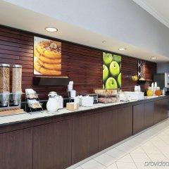 Отель La Quinta Inn & Suites Dallas North Central питание