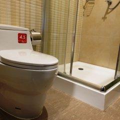 Hom Hostel & Cooking Club Бангкок ванная