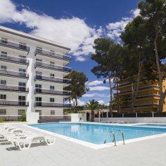 Отель Apartamentos Priorat бассейн