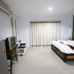 Отель Longlake Resort сейф в номере