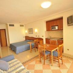 Отель Apartamentos Blau Parc Испания, Сан-Антони-де-Портмань - 1 отзыв об отеле, цены и фото номеров - забронировать отель Apartamentos Blau Parc онлайн комната для гостей фото 3