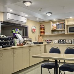 Отель Ramada Limited Vancouver Downtown Канада, Ванкувер - отзывы, цены и фото номеров - забронировать отель Ramada Limited Vancouver Downtown онлайн питание