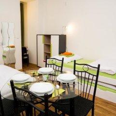 Апартаменты Flying Bed Apartment close to Castle Прага комната для гостей фото 5
