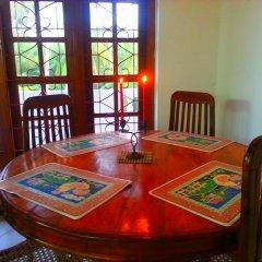 Отель Chaya Villa Guest House Шри-Ланка, Берувела - отзывы, цены и фото номеров - забронировать отель Chaya Villa Guest House онлайн интерьер отеля