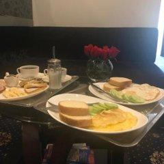 Отель Du Vin Rouge Грузия, Тбилиси - отзывы, цены и фото номеров - забронировать отель Du Vin Rouge онлайн питание фото 2