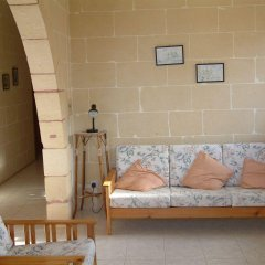 Отель Villa Atlantis Мальта, Мунксар - отзывы, цены и фото номеров - забронировать отель Villa Atlantis онлайн комната для гостей