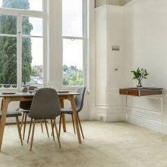 Апартаменты Spacious 1BR Period Apartment Hampstead Лондон комната для гостей фото 3