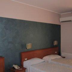 Hotel Continental Поццалло сейф в номере